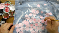 diy-transform-old-jeans-with-paint-sakura-flowers-by-saltymom-net-sm