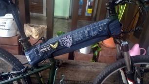 diy recycled denim bike frame cover3