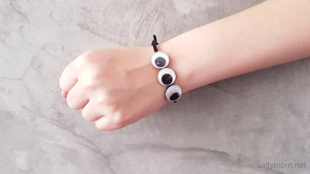 diy googly eye bracelet by saltymom.net