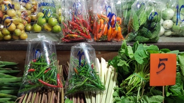 thai-vegetables-at-lum-phaya-floating-market